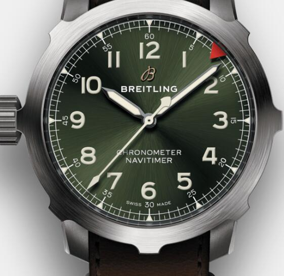 The white hands and hour markers set on the green dial ensure the ultra legibility of the watch.