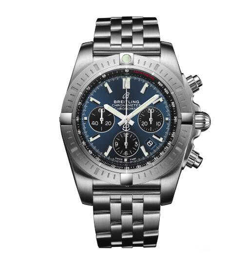 The steel bracelet fit the blue dial Breitling ensures the reliability and robustness of the watch.