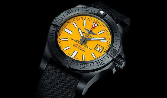 The yellow dial are contrasting to the black case and bezel, looking more dynamic and unique.