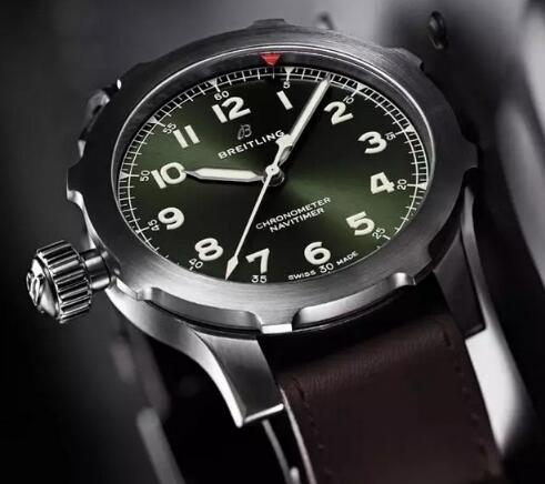 The distinctive and innovative red triangle pointer could be adjusted by rotating the bezel.