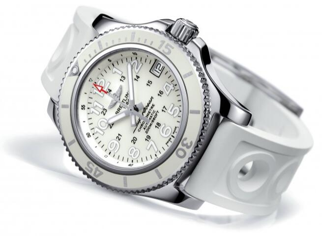 The white rubber strap with distinctive look matches the white dial and white rubber bezel well.