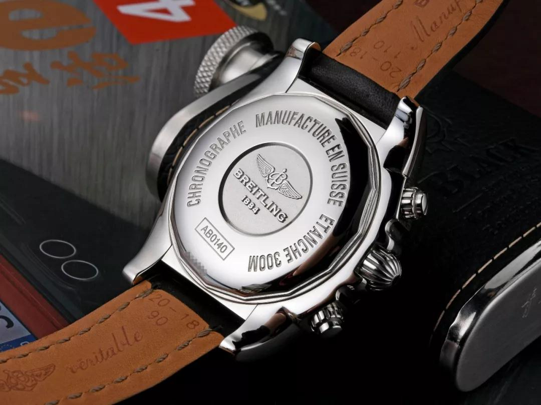The great ability of water resistance has been ensured by the solid stainless steel caseback.