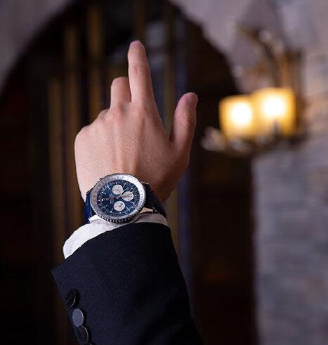 Online imitation watches for sale are chic with blue color.